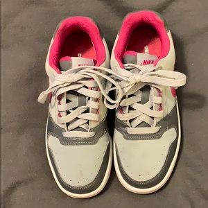 Women's / Girl's NIKE Delta Force Athletic Shoes.